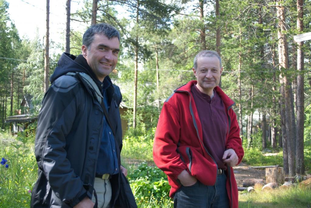 Jens Ambsdorf, LF, und Sascha Tzetlin, Direktor der Station der Uni Moskau