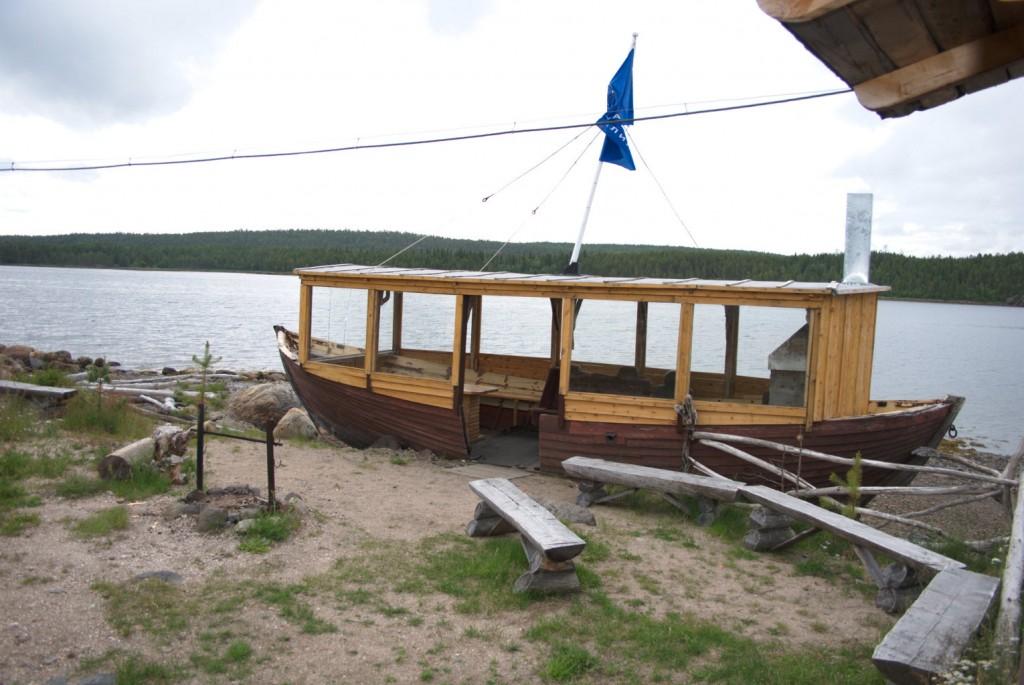 Boot, das sein Leben nun als Anglergrillstätte fristet