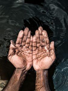 Nur Wasser zur Pflege der Haut?