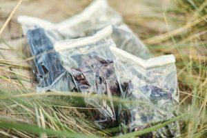 plastikfreie Innentüten im Strandsand